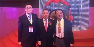 左起:君联资本董事总经理靳文戟、碳元科技董事长兼总经理徐世中、君联资本董事总经理李家庆。