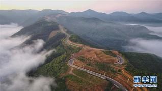 #(新华视界)(2)黄土高原上的旅游示范路