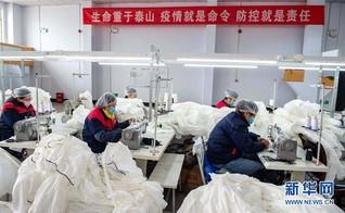 (聚焦疫情防控)(2)河北邯郸:开足马力生产防护服保障市场供应