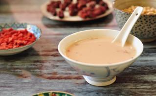 喝黑豆浆的好处_药补一堆不如豆浆一杯 这样喝豆浆胜过吃补药