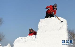 (社会)(2)哈尔滨:国际雪雕比赛开铲