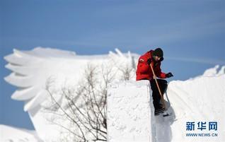 (社会)(4)哈尔滨:国际雪雕比赛开铲