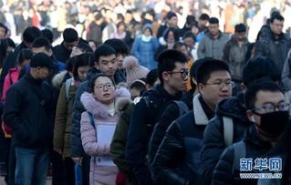 """(社会)(6)""""百万大学生留西安""""首场招聘会举行"""