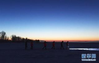 (新春走基层)(1)黄河上凿冰的水文人