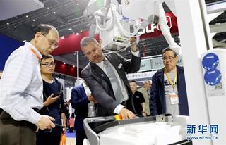 (经济)(1)中国国际医疗器械博览会在沪开幕