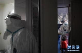 (聚焦疫情防控)(3)严格消毒助旅客安全出行