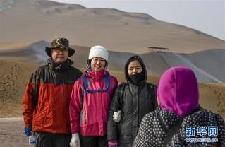 """(社会)(3)沙漠""""披纱""""引客来"""