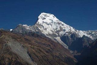 台湾情侣困喜马拉雅盘点世界十大惊险山峰!