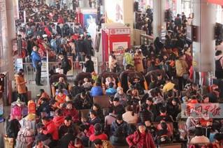 南宁各大客运站迎客流高峰 未来两天客流维持高位
