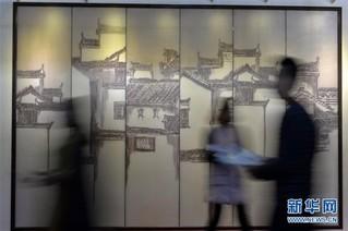 """(服务)(1)河北沙河:""""中国玻璃城""""引来八方客"""