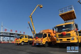 (服务)(3)港珠澳大桥主体工程首批拯救及养护设备正式交车