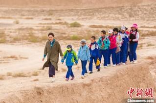 张悦然带领孩子前往骆驼城
