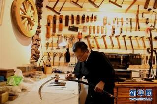 #(社会)(2)宝剑锋从磨砺出——石家庄父子俩传承古兵器修复技艺