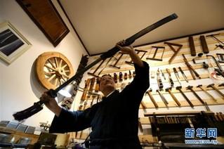 #(社会)(1)宝剑锋从磨砺出——石家庄父子俩传承古兵器修复技艺