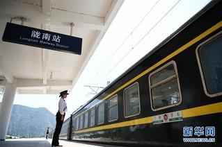 (经济)(3)兰渝铁路全线开通满一年 大通道作用日益显现
