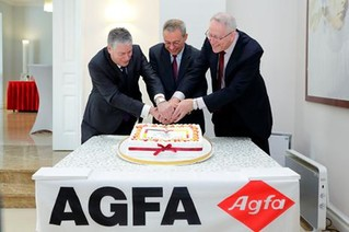 (左起)比利时驻华大使Marc Vinck、爱克发吉华首席执行官Christian Reinaudo、爱克发北亚区总经理Herman Raats在庆典现场