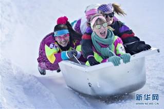 (国际)(1)瑞士施图斯举行浴缸滑雪赛