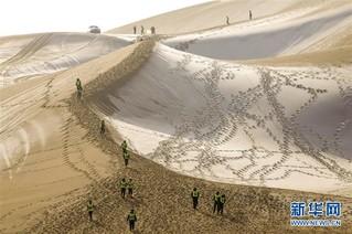 """(社会)(1)沙漠""""披纱""""引客来"""