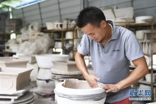 (图片故事)(3)变泥为器——一个农民的返乡创业故事