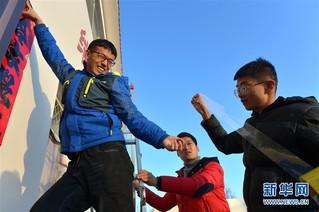 (新春走基层)(8)黄河上凿冰的水文人