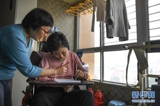 (图片故事)(7)婆婆悉心照料植物人儿媳六年