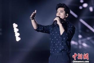 资料图:李健将担任《中国新歌声》新一季导师。李南轩 摄