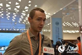 白俄罗斯第一电视台记者帕什科维奇。