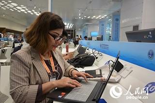 乌兹别克斯坦国家电视台副总编辑茹拉耶娃。