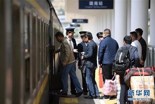 (经济)(5)兰渝铁路全线开通满一年 大通道作用日益显现