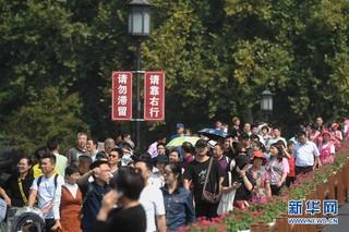 """(社会)(3)国庆假期杭州""""纳客""""逾1700万"""