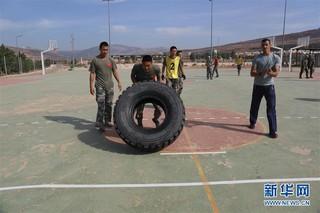 (国际)(1)中国官兵在联黎部队军事障碍挑战赛中获佳绩