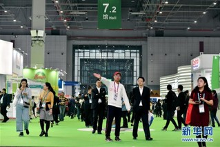 (聚焦进口博览会)(1)青年志愿者服务进博会