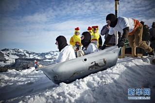 (国际)(2)瑞士施图斯举行浴缸滑雪赛