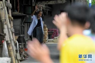 """(教师节·图片故事)(5)92岁老教师和他的""""深山补习班"""""""
