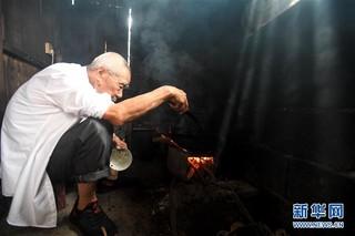 """(教师节·图片故事)(6)92岁老教师和他的""""深山补习班"""""""