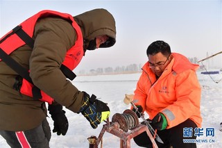 (新春走基层)(5)黄河上凿冰的水文人