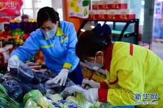 (聚焦疫情防控)(4)青海西宁:加油站售卖蔬菜保供应