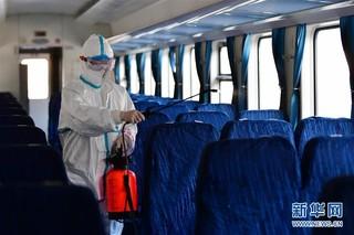 (聚焦疫情防控)(6)严格消毒助旅客安全出行