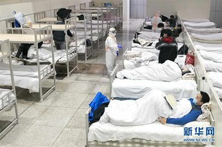 (聚焦疫情防控)(3)武汉首个方舱医院开始收治病人