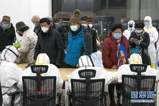 (聚焦疫情防控)(12)武汉首个方舱医院开始收治病人