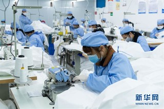 (聚焦疫情防控)(2)湖南:企业火线转产 全力赶制医用防护服
