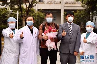 (聚焦疫情防控)(1)广州首例外籍患者治愈出院