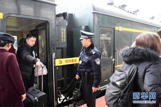 (社会)(3)中越国际客运列车十年的平安守护