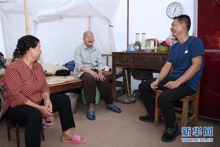 #(图片故事)(2)邻里情缘三十载 两家变成一家亲