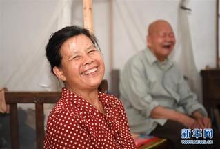 #(图片故事)(3)邻里情缘三十载 两家变成一家亲