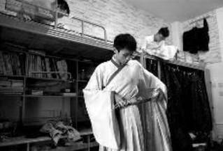1年300多天穿汉服吃住行 称痴迷汉服文化