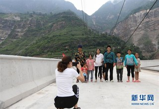 """(社会)(6)大桥飞架 天堑变通途——金沙江告别""""溜索时代"""""""