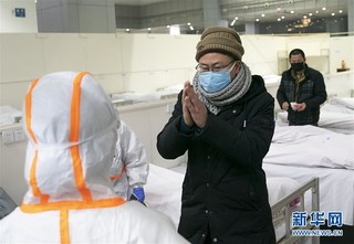 (聚焦疫情防控)(10)武汉首个方舱医院开始收治病人