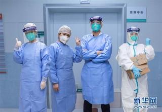 (聚焦疫情防控)4名医护人员感染治愈后重返岗位