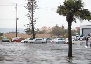 """强飓风""""艾尔玛""""9月10日早间登陆美国佛罗里达州,引发狂风、风暴洪潮、暴雨等气象灾害。新华社发"""